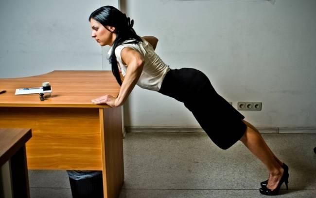 5 упражнений, которые вы можете выполнять за своим рабочим столом