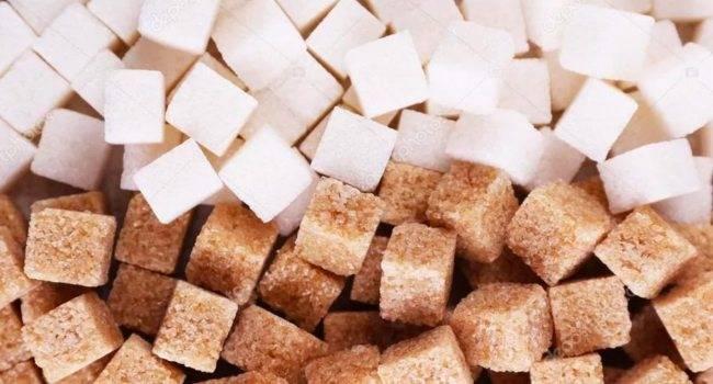 Является ли коричневый сахар более здоровым, чем белый сахар