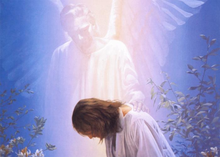 Ангел хранитель возле человека