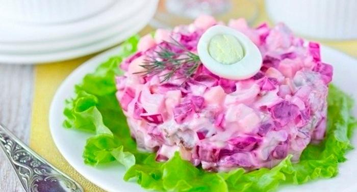 Свекольный салат с яйцами