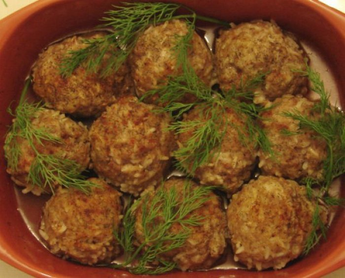 Ежики из фарша с рисом, приготовленные в духовке