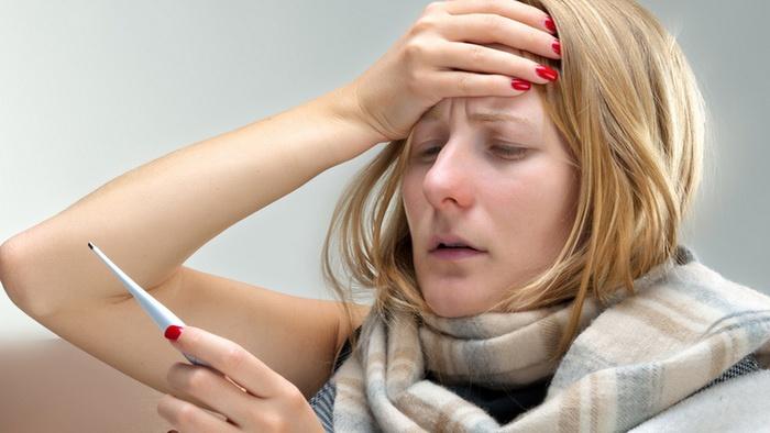 Девушка думает, как сбить температуру 38