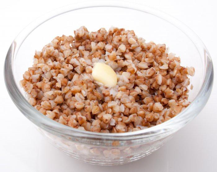 Вареная гречка с солью и маслом