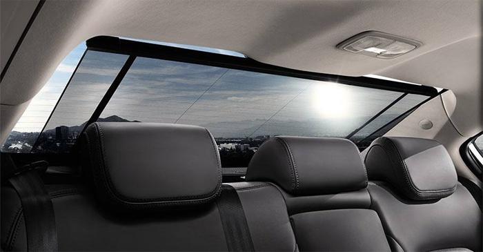 Солнцезащитные каркасные шторки на заднем окне автомобиля