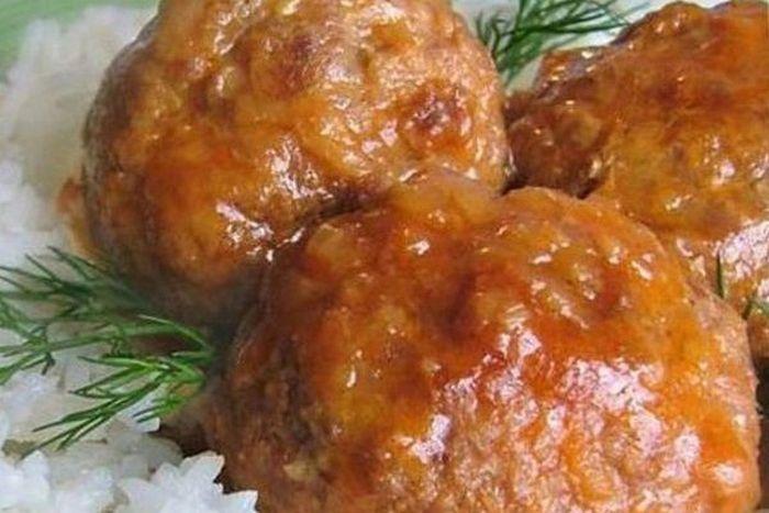 Мясные ежики с рисом и томатным соусом