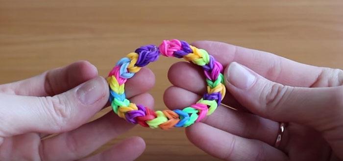 Как плести тройной браслет из резинок