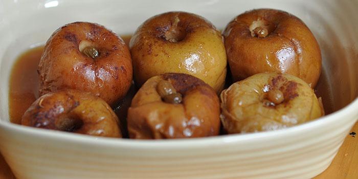 Запеченные яблоки с сахаром