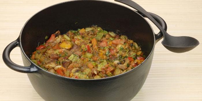 Овощное рагу с рисом в казане