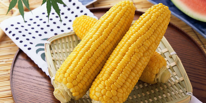 Варенная в микроволновке кукуруза