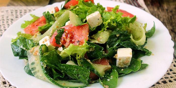 Легкий салат Фета с сыром