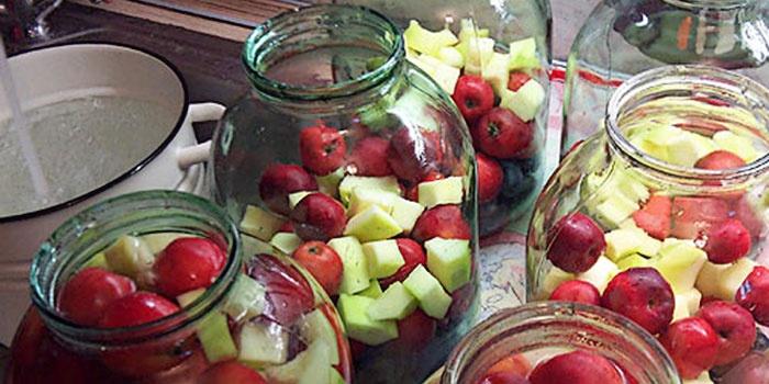 Кабачково-яблочный компот