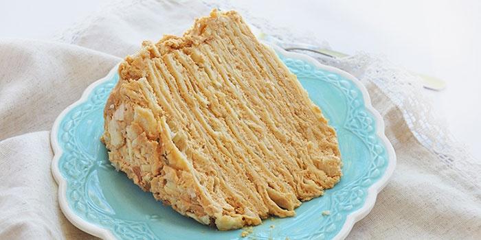 Простой торт Наполеон со сгущенкой
