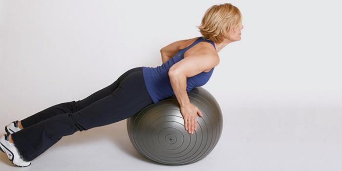 Упражнения на фитболе для растяжки