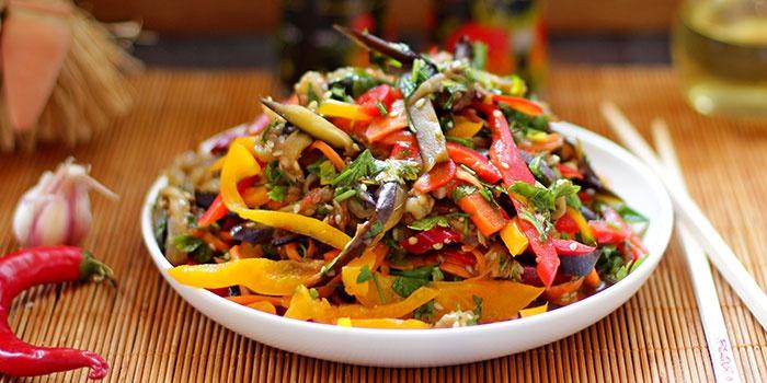 Салат из баклажан по-корейски с помидорами