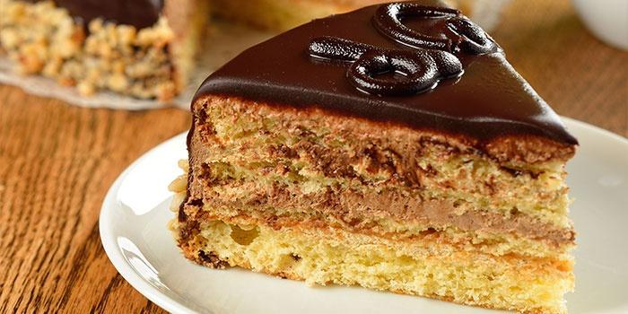 Кусок торта с шоколадом