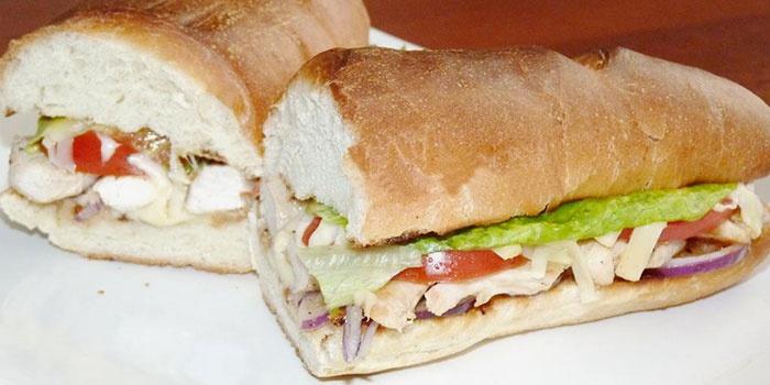 Бутерброд с овощами на природу