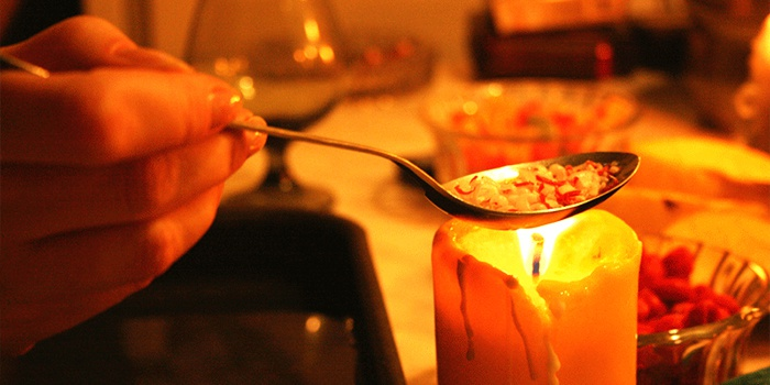 Гадание на свечах, воде, зеркале и воске на любовь и отношения