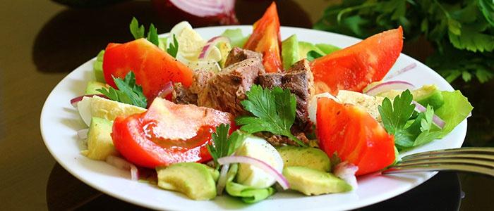 Салат с мопидорами, авокадо и тунцом