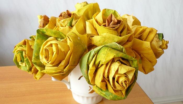 Букет роз - поделка из клиновых листьев для детского сада