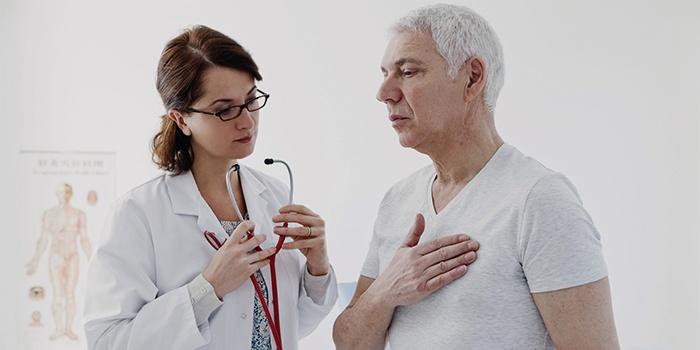Пациент жалуется врачу на боли в грудной клетке