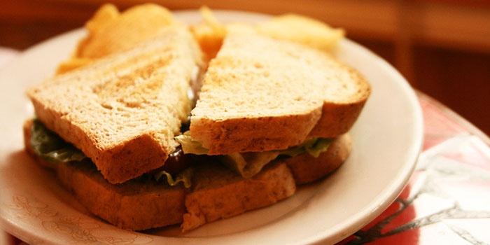 Бутерброд по-американски на пикник