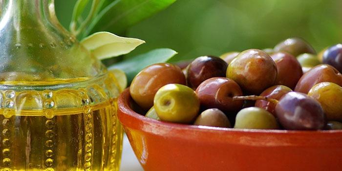 Орехи растения симмондсия и вытяжка из них