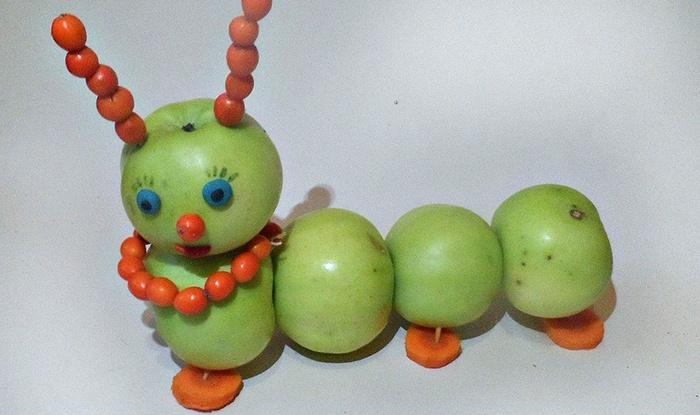 Гусеница из овощей и фруктов для выставки