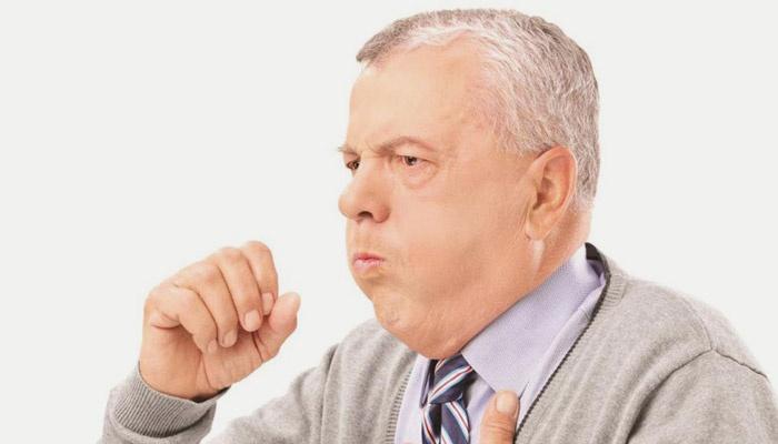 У мужчины кашель при пневмонии
