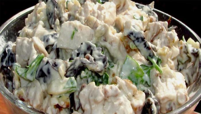 Вариант с курицей, черносливом и грибами