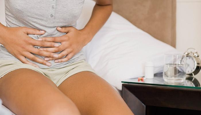 У женщины опоясывающая боль в области желудка