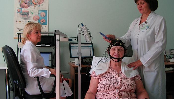 Энцефалограмма головного мозга женщине