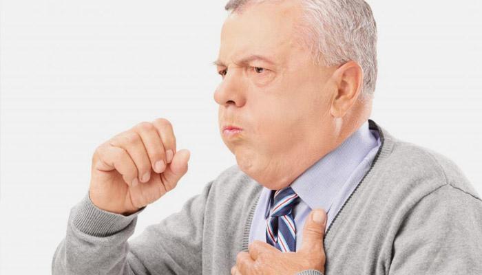 У мужчины сухой кашель