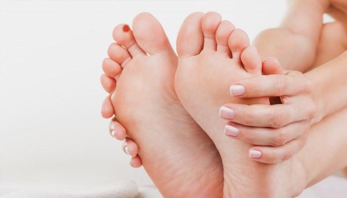 Что делать если палец у ногтя болит, гноится, происходит воспаление и каковы причины