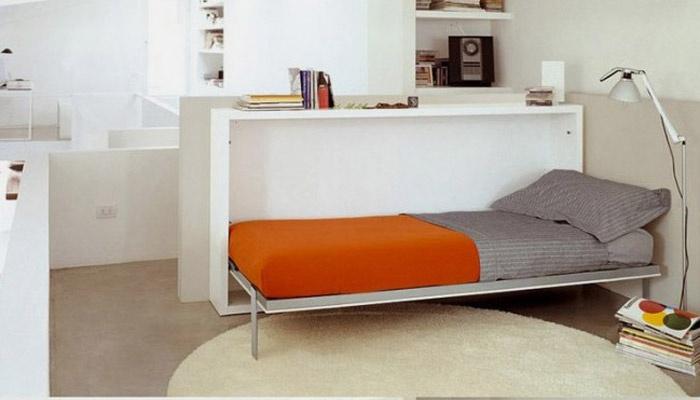 Разложенная кровать с рабочим местом
