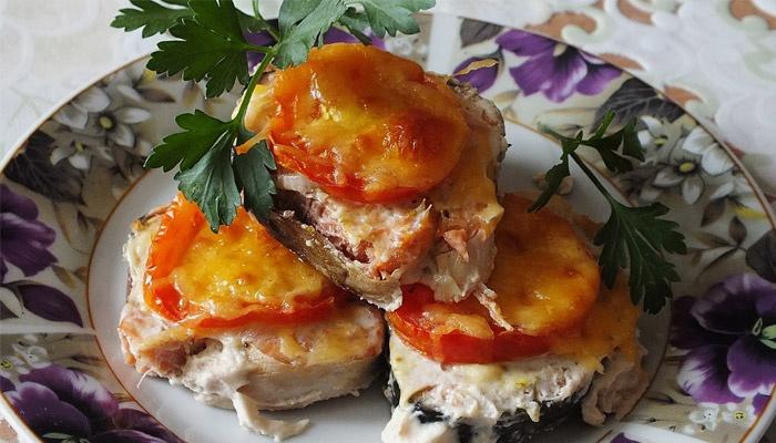 запеченная в духовке горбуша с сыром и помидорами в духовке