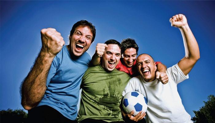Друзья выиграли в футбол