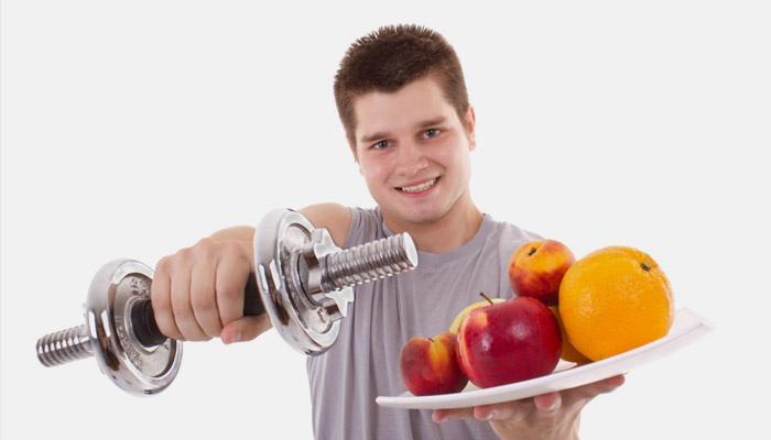 Парень ведет здоровый образ жизни