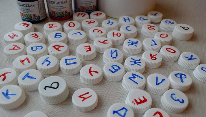 Алфавит для детей из крышек