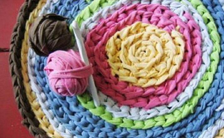Круглый разноцветный коврик