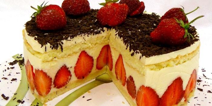Клубничный торт Фрезье в разрезе