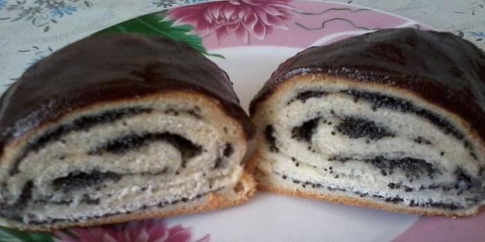 Маковые булочки с шоколадной глазурью