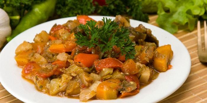 Овощное рагу с куриным филе и кабачками