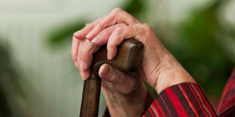 Руки пожилой женщины