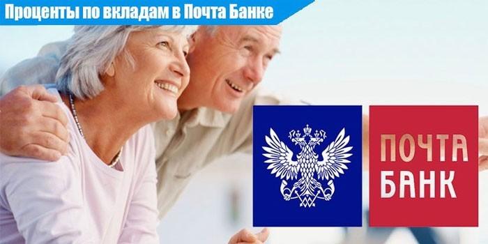 Пожилая пара и логотип Почта Банка