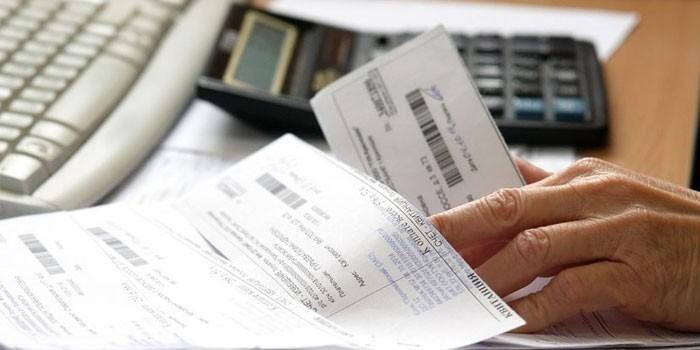 Счета на коммунальные услуги и калькулятор