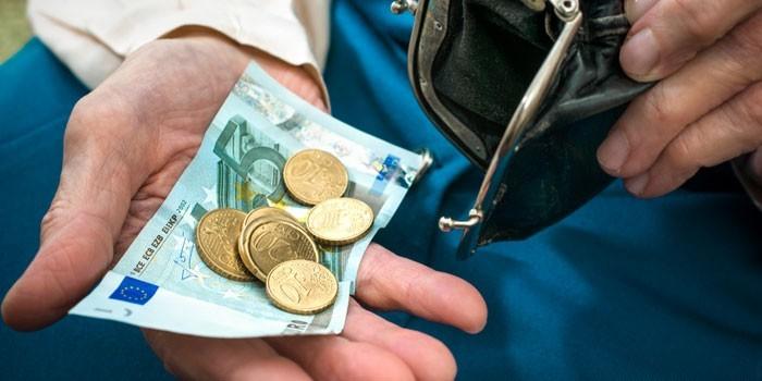 Банкнота и монеты