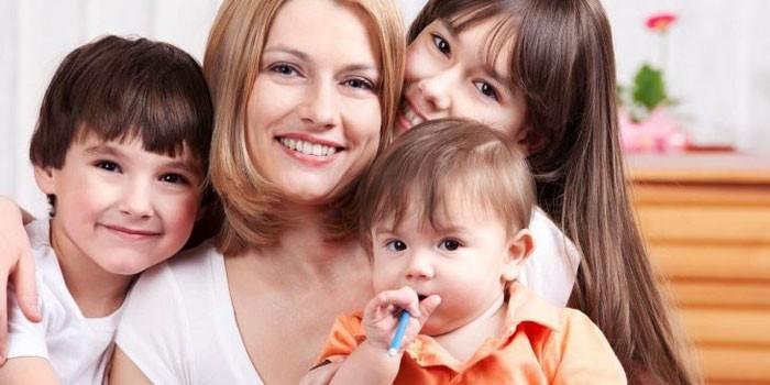 С какого возраста многодетные матери выходят на пенсию (3 детей)