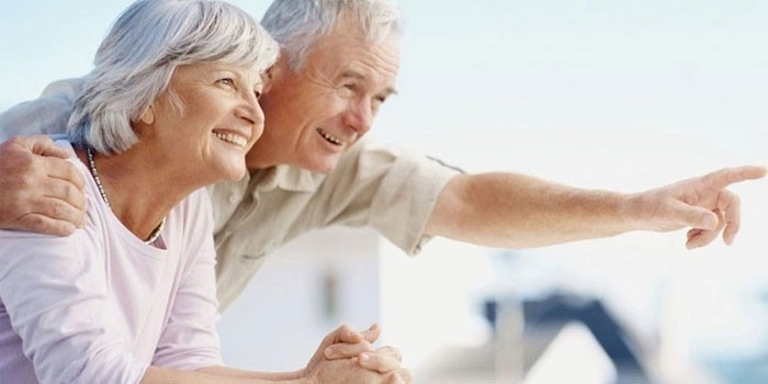Пожилые люди на отдыхе