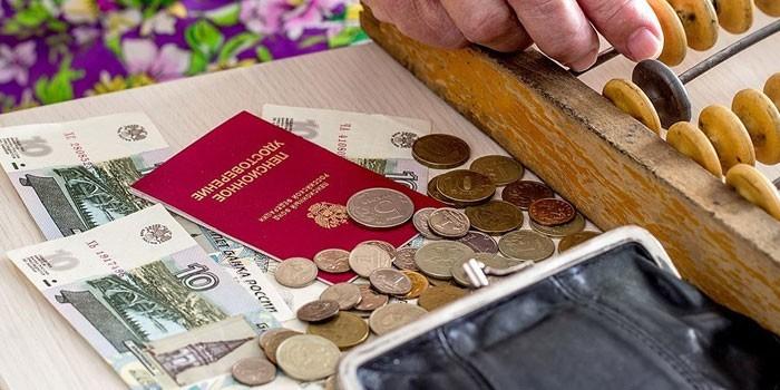 Деньги, счеты и кошелек