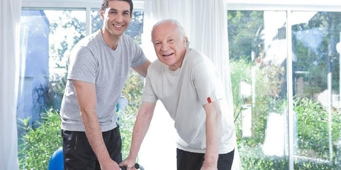 Парень и пожилой мужчина